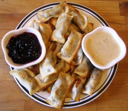 Baked Turkey and Stuffing Wontons with Cranberries and Gravy