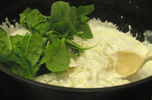 Adding Spinach to Creamy Cheese Sauce