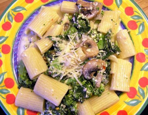 Broccoli, Spinach, and Mushroom Pasta in a Yogurt Cheese Sauce