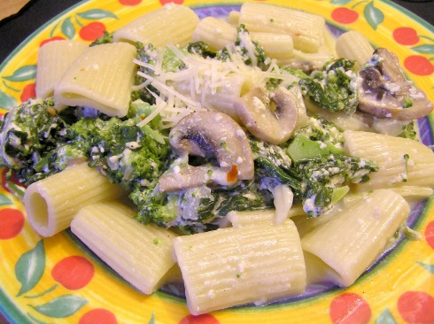 Broccoli, Spinach, and Mushroom Pasta in a Yogurt Cheese Sauce