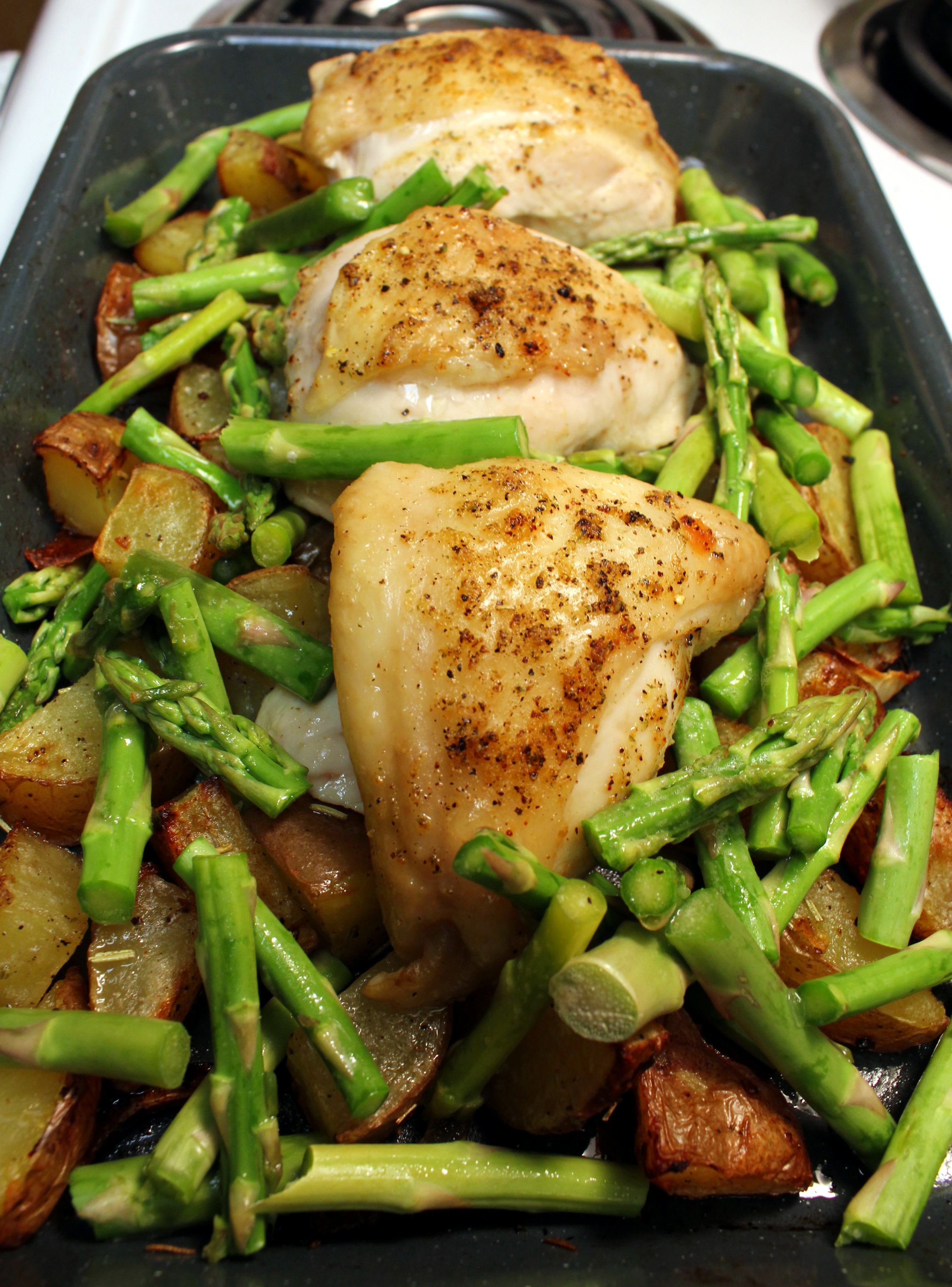 Pan Roasted Lemon Chicken with Potatoes, Asparagus, and Spinach ...